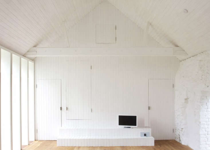 Thursford-Barn-by-Lynch-Architects-via-Dezeen-Remodelista-3A