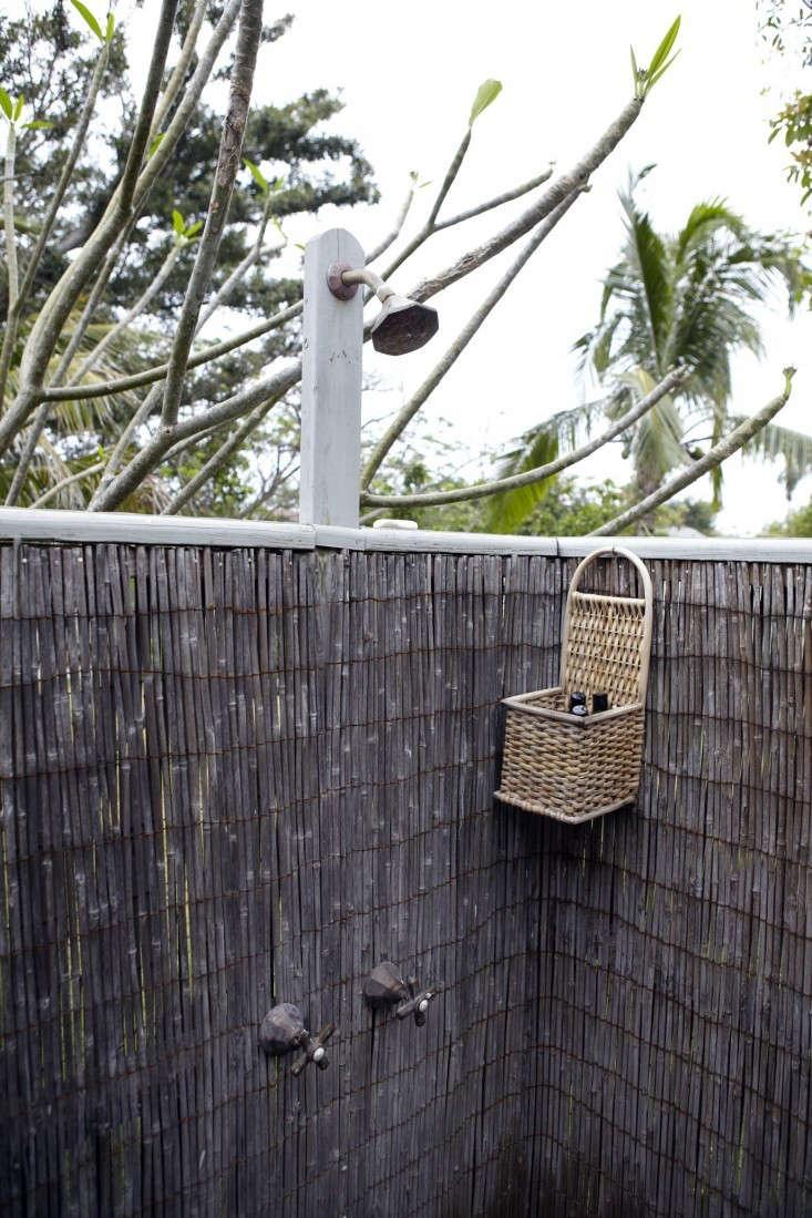 Tom-Scheerer-cottage-kitchen-Harbour-Island-Bahamas-Remodelista