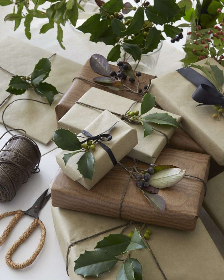 Tricia-Foley-Life-Style-Elegant-Simplicity-at-Home-Remodelista-Christmas-wrapping