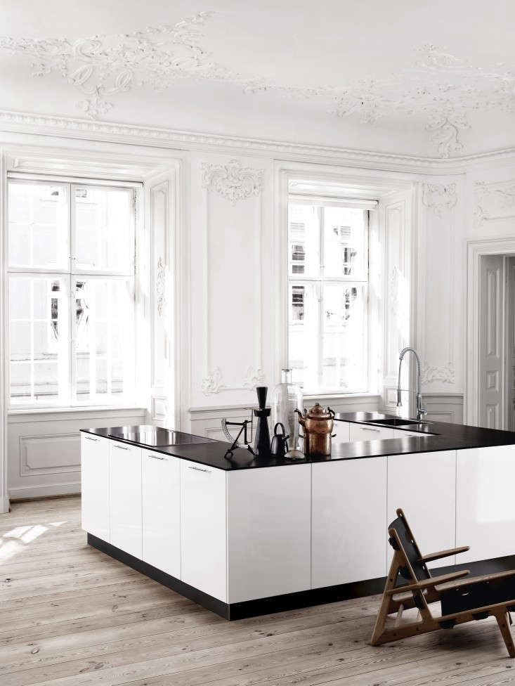 U-shaped-kitchen-Bianco-Kviks-Remodelista