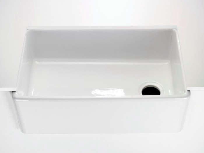 Universal-Fireclay-Farmhouse-Apron-Kitchen-Sink-Remodelista