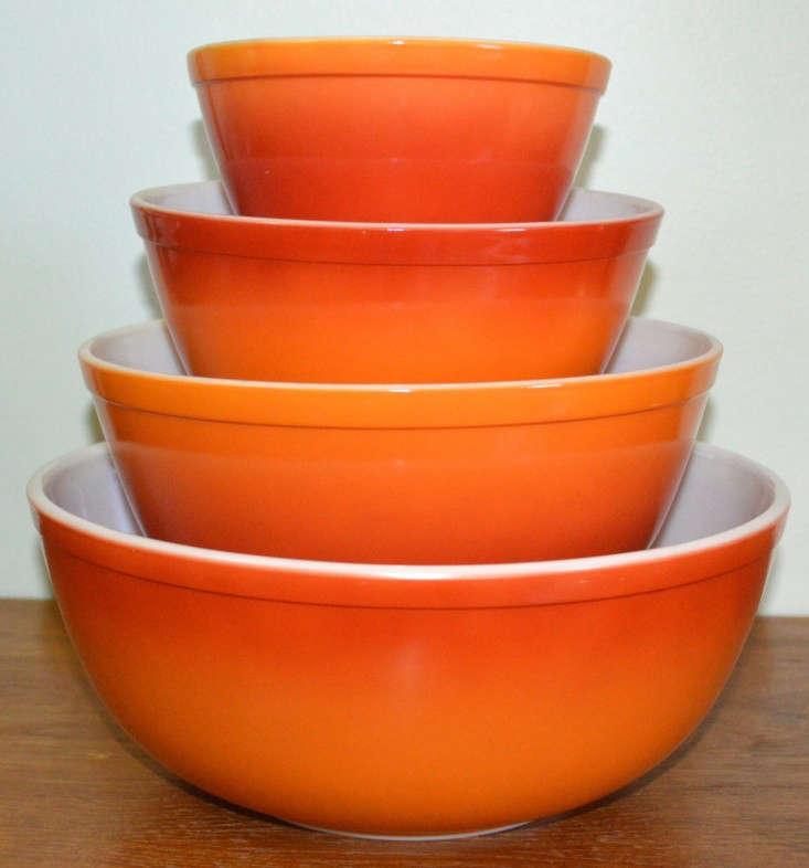 Vintage-Pyrex-mixing-bowls-Atomic-House-Market-Remodelista