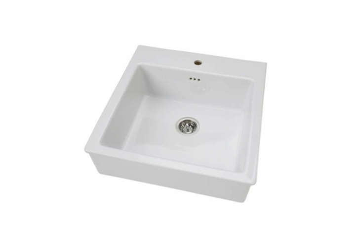 White Porcelain Farm Sink : White-Porcelain-Farm-Sink-Vintage-Remodelista