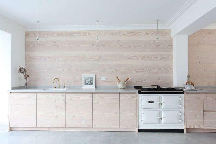 13 favorite minimalist british kitchens remodelista for Minimalist house london