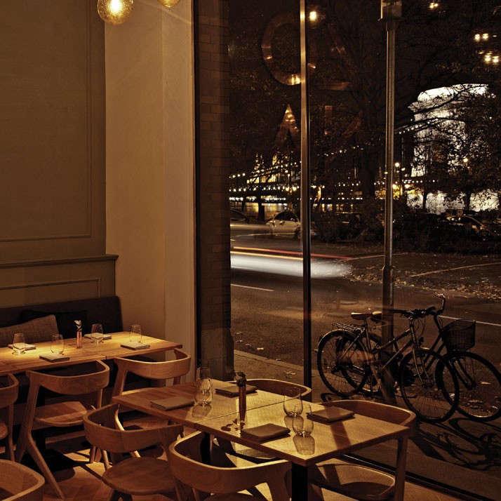 Zona-bar-Restaurant-in-Budapest-Hungary-POS1T1ON-yatzer-6