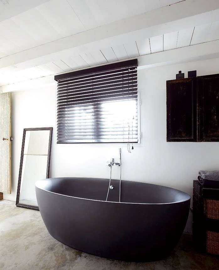 Remodeling 101 freestanding vs built in bathtubs pros for Resin tubs pros and cons