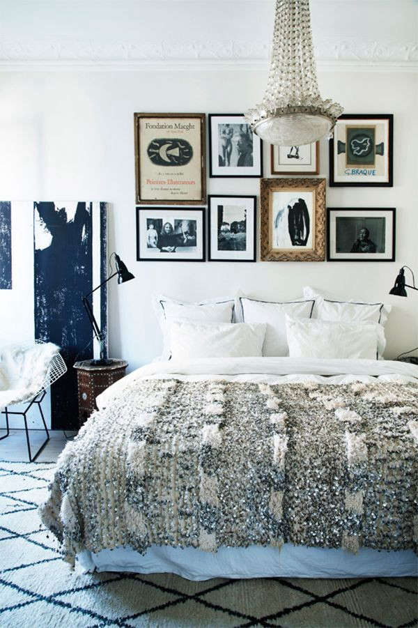 7 bedrooms with moroccan wedding blanket decor remodelista - Tumblr schlafzimmer ...