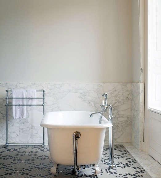 black-white-tile-bath-lonny-remodelista