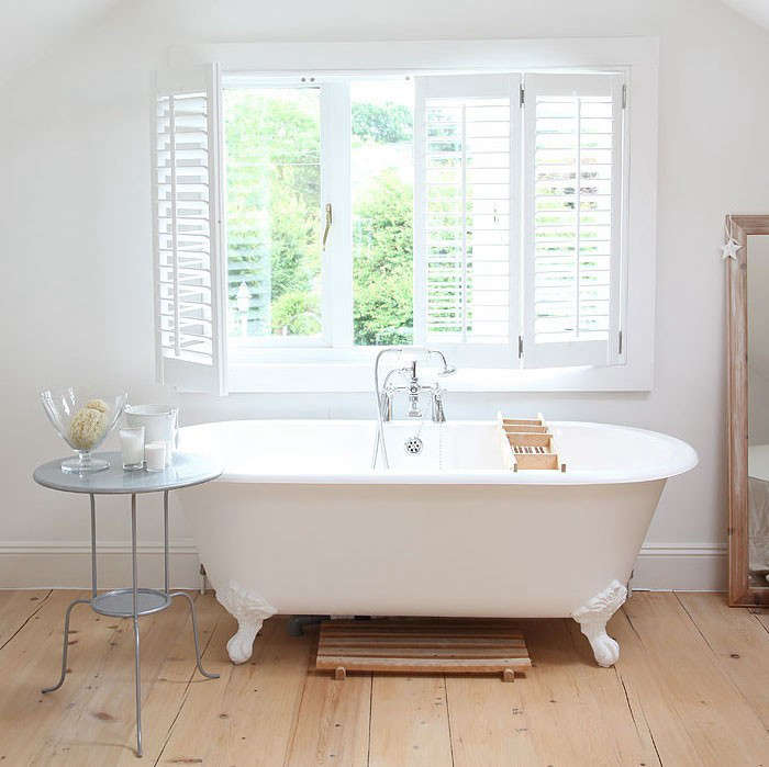 boathouse-bathroom-freestanding-tub-light-locations-remodelista