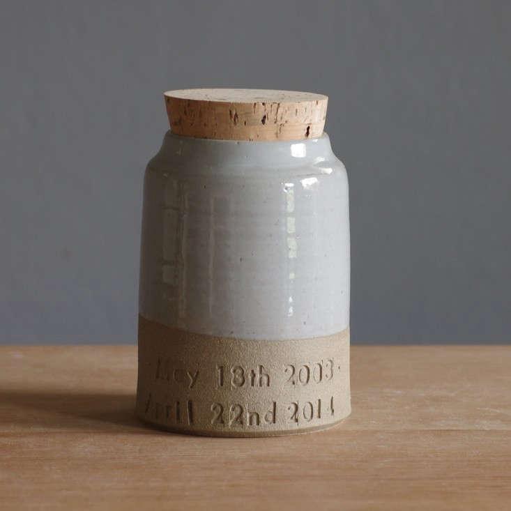 ceramic-ashes-urn