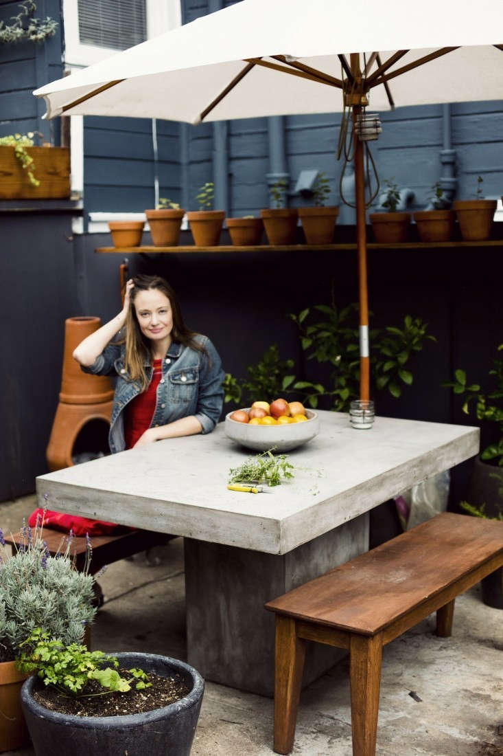 courtney klein outdoor dining table sf storq ; Gardenista