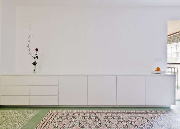 dezeen_Renovated-apartment-by-Romero-Vallejo-Arquitectos_ss_3
