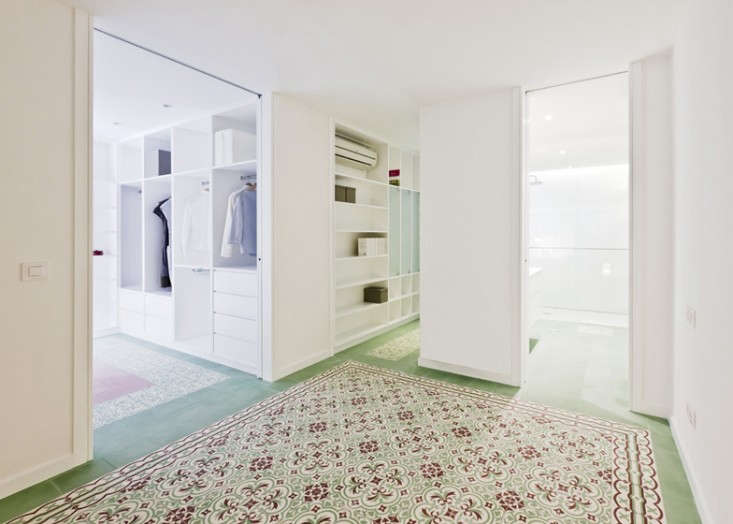 dezeen_Renovated-apartment-by-Romero-Vallejo-Arquitectos_ss_4