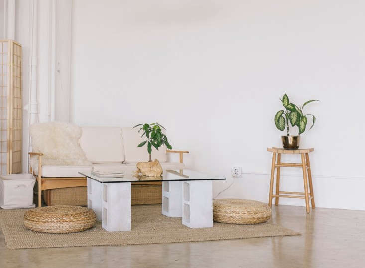 diy 100 glass and concrete coffee table remodelista. Black Bedroom Furniture Sets. Home Design Ideas