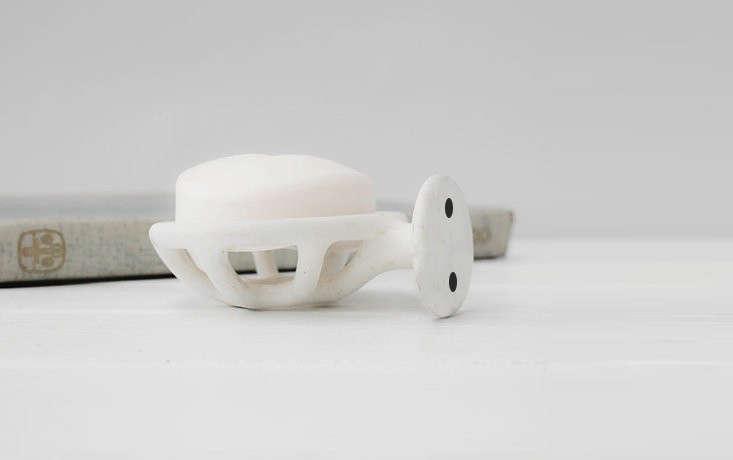 enamel-soap-dish-wall-mounted-remodelista