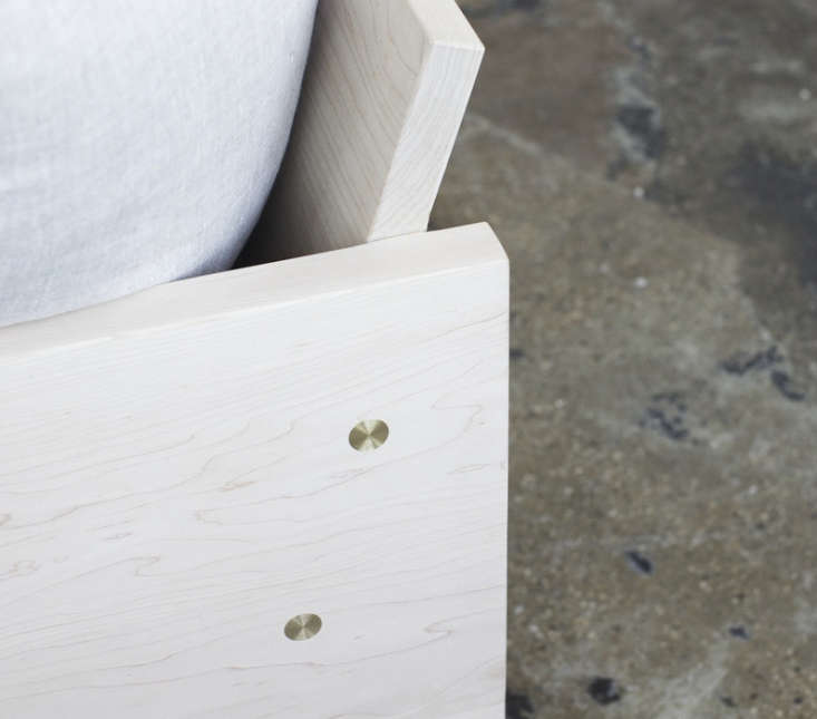 farrah-sit-rebecca-atwood-maple-sofa-remodelista-4