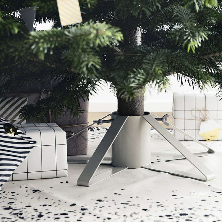 6 best christmas tree stands of 2014 remodelista. Black Bedroom Furniture Sets. Home Design Ideas