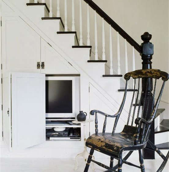 flat-screen-tv-under-the-stairs
