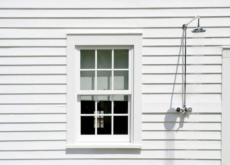 floating-farmhouse-nyc-outdoor-shower-remodelista