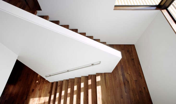 heliotrope-magnolia-stairs-remodelista