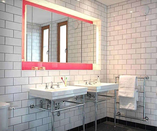 hot-pink-mirror-bath-lake-country-remodelista-1