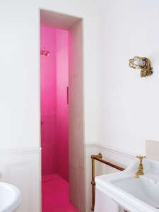 Hot Pink Bath Harriet Anstruther/Remodelista