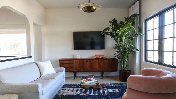 LA Stories A Rudolph Schindler Apartment in Silver Lake Lovingly Restored and Now Ready for Stays portrait 24