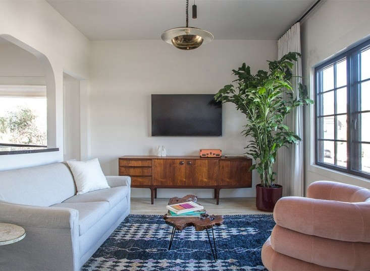 hotel-covell-remodelista-living-room-11