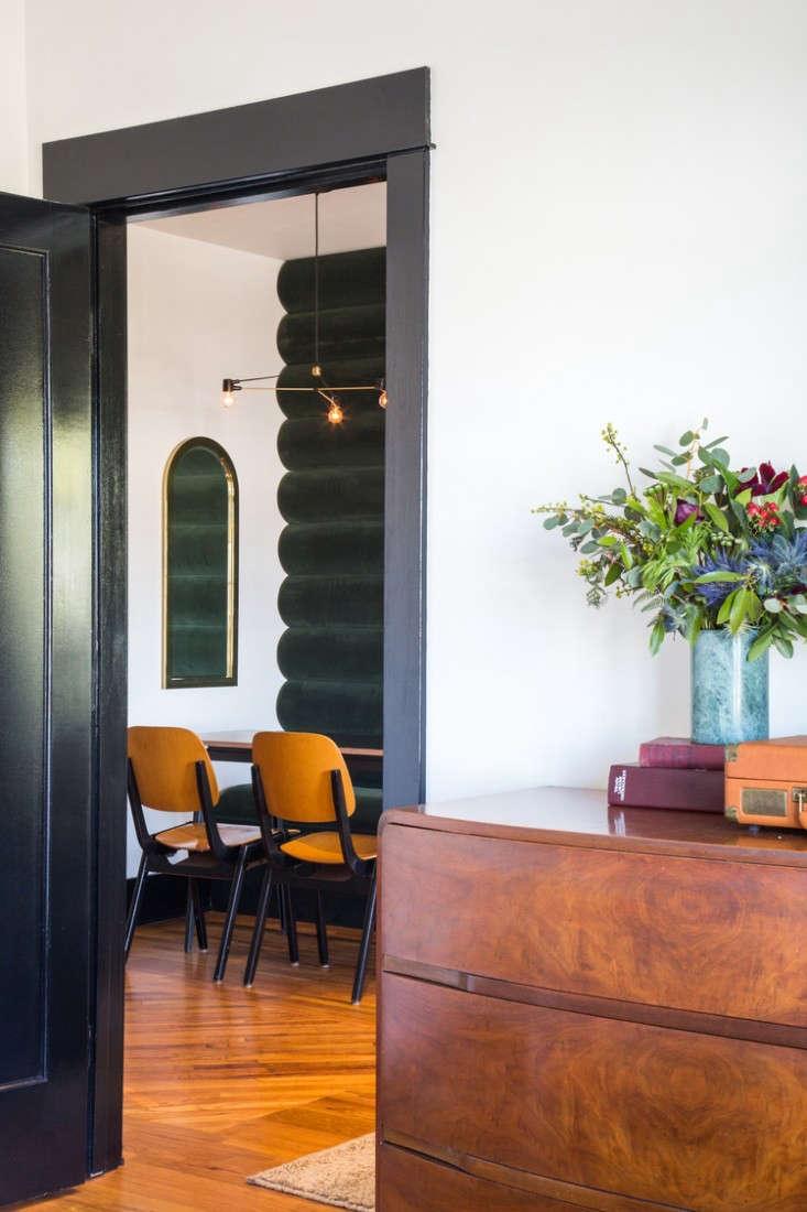 hotel-covell-velvet-wall-2