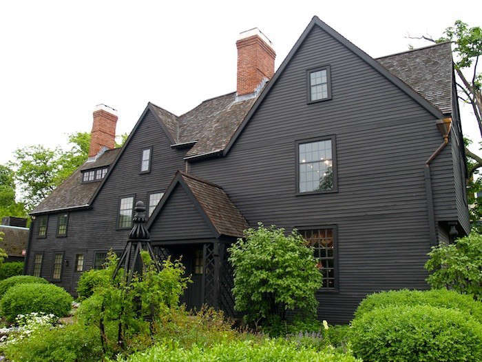 house-of-the-seven-gables-black