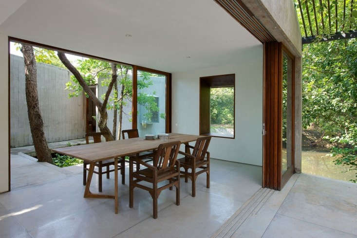 house-on-a-stream-india-brio-remodelista-4