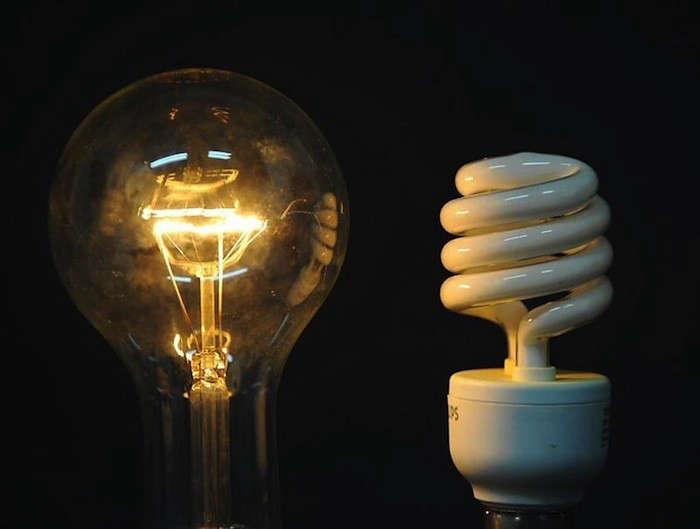 incandescent-bulb-and-CFL-Bulb-eco-evolution-remodelista