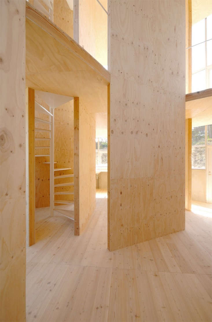 japanese-staircase-whte-pine-remodelista-01