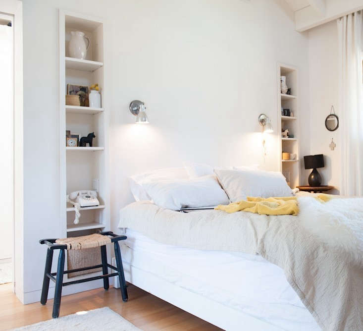 Lights On Wall Over Bed : Remodeling 101: Bedside Lighting: Remodelista