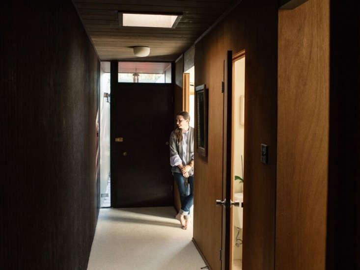 leslie-williamson-brian-ferry-hallway