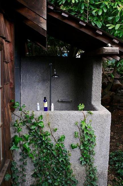 mankas-boat-inn-outdoor-shower-remodelista
