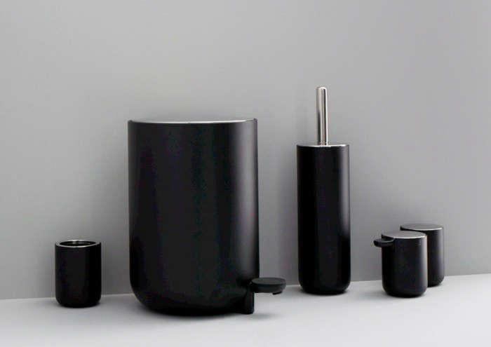 menu-black-accessories-remodelista