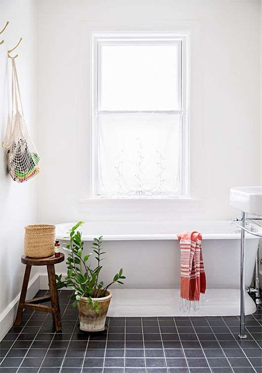net-bag-as-bath-toy-holder-remodelista