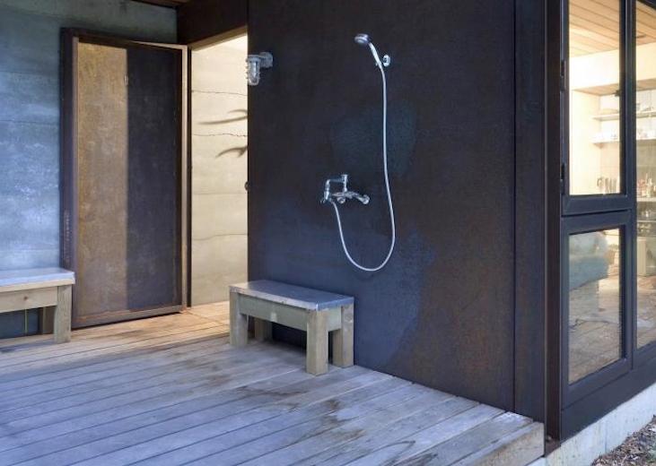 olson-kundig-outdoor-shower-remodelista-1