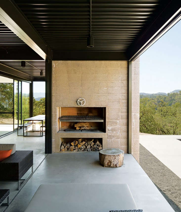outdoor-fireplace-marmol-radziner