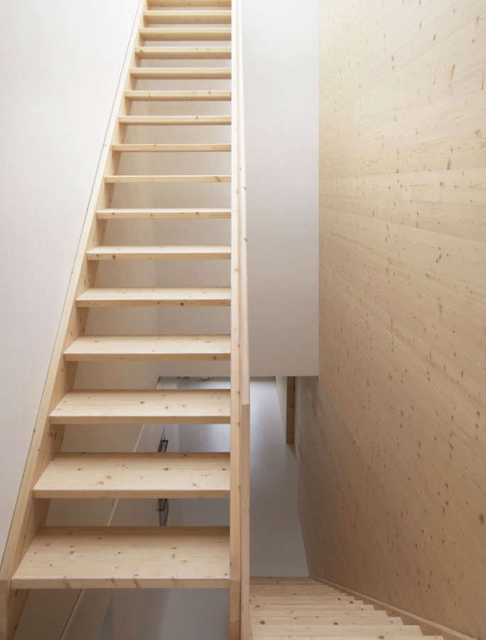 pale-wood-staircase-remodelista