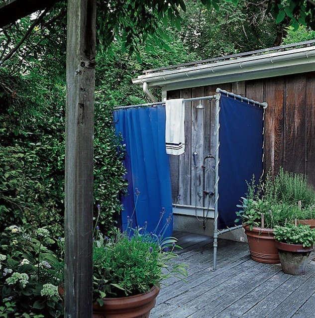 sarah-jessica-parker-elle-decor-outdoor-shower-remodelista