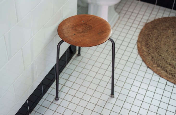 sarah-lonsdale-rental-house-bathroom-danish-stool-straw-mat-Remodelista