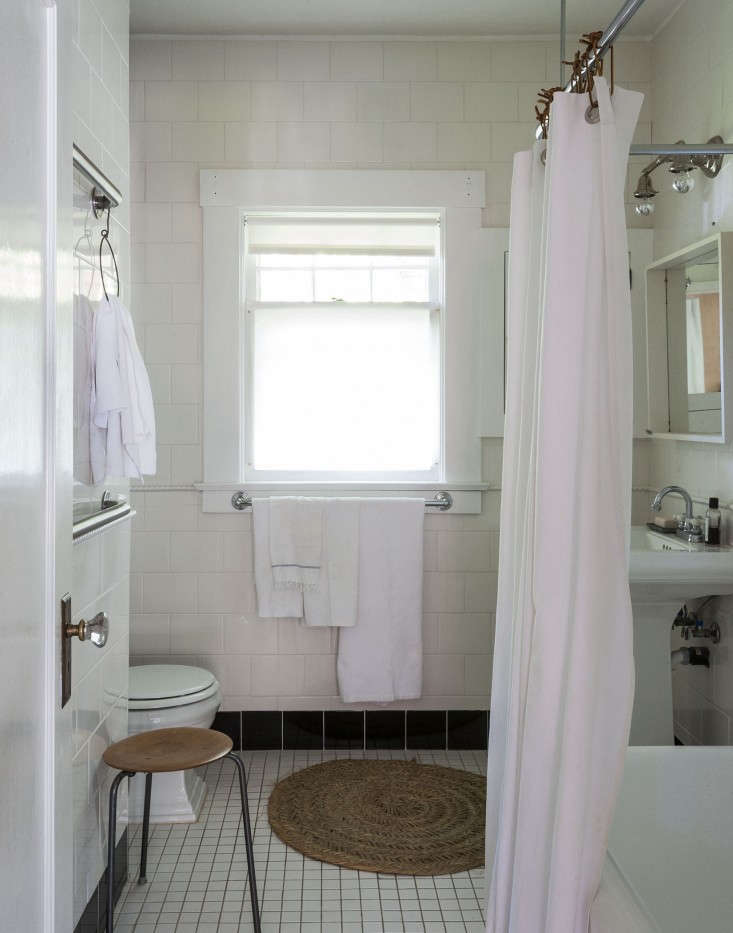 sarah-lonsdale-rental-house-bathroom-design-Remodelista