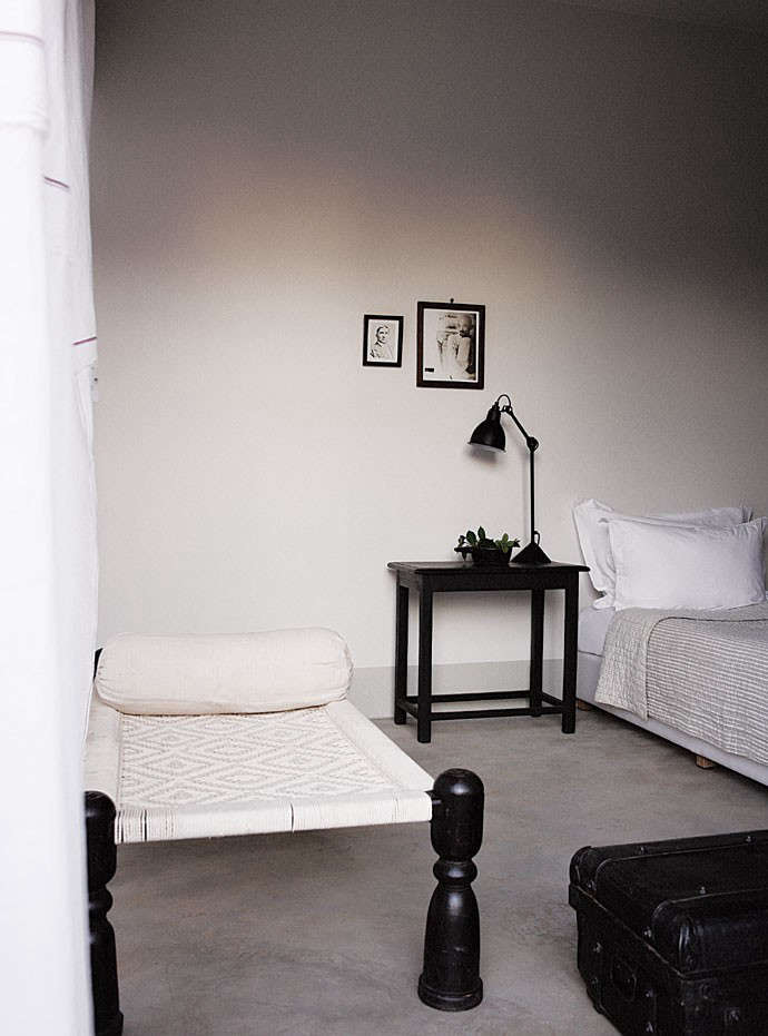satyagraha-bedroom-white-black