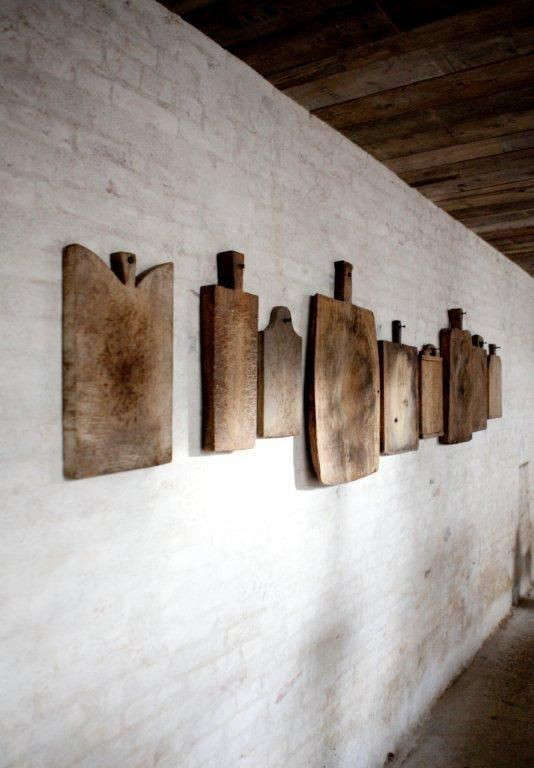 Wooden Board Wall Decor : The art of display rooms with cutting boards as decor