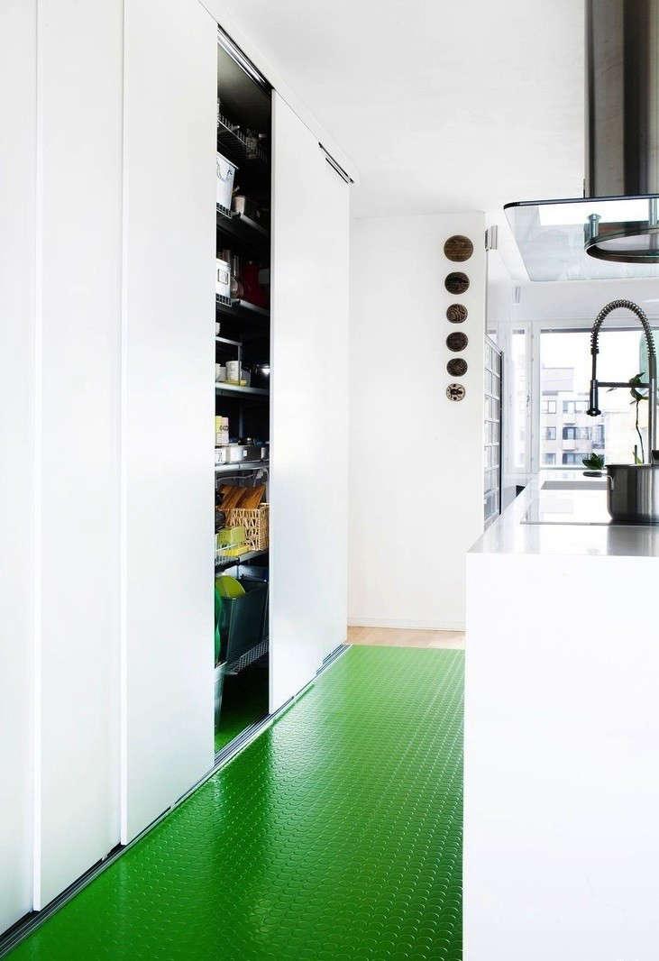 Palette paints 9 kitchen floors gone green remodelista for Skandinavien deko