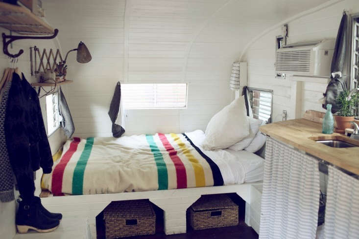 shasta-camper-designtripper-laura-dart-gardenista-bed