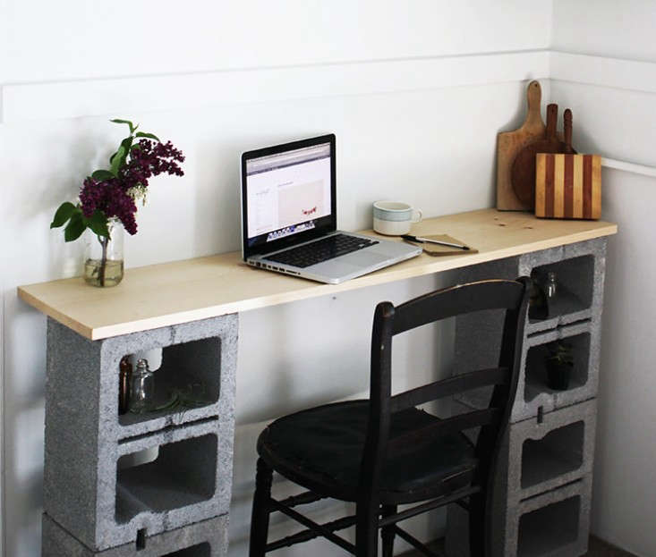 simple-diy-desk-made-from-upcycled-cinder-blocks