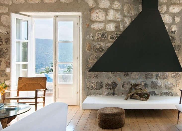 steven-harris-architects-minimal-fireplace-with-modern-hood-warm-wood-floors-remodelista